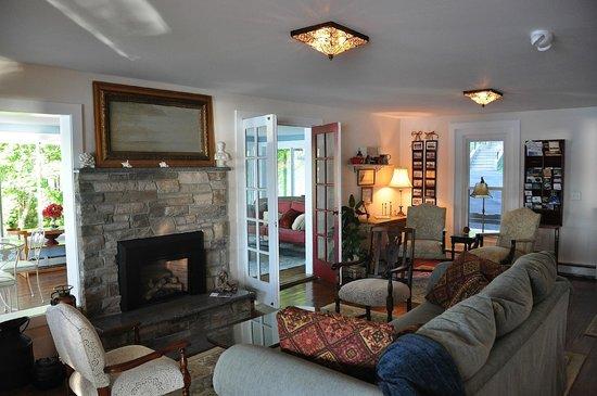 Steamboat Castle Bed & Breakfast: Living Room Lounge Area