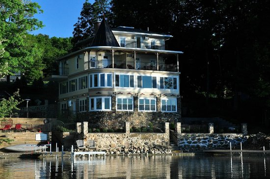 Steamboat Castle Bed & Breakfast : Kayaker's View of Steamboat Castle