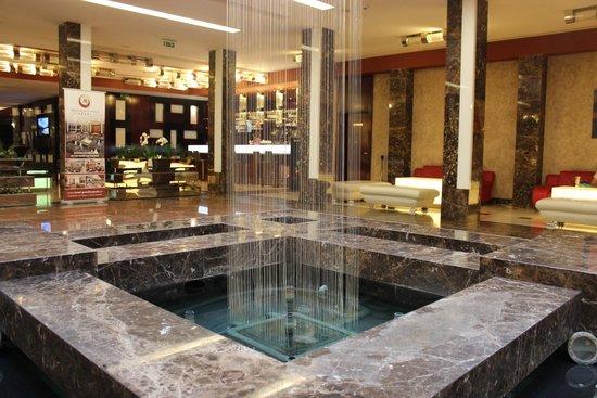 Hotel Grand Majestic Plaza Prague: Hall de entrada