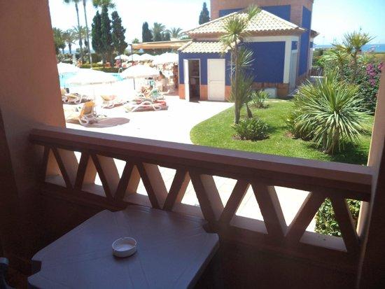 Iberostar Málaga Playa: Vista desde la habitación (planta baja)