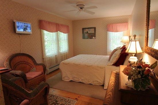 Buttonwood Inn on Mount Surprise: Room 8