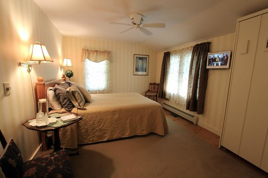 Buttonwood Inn on Mount Surprise: Room 9