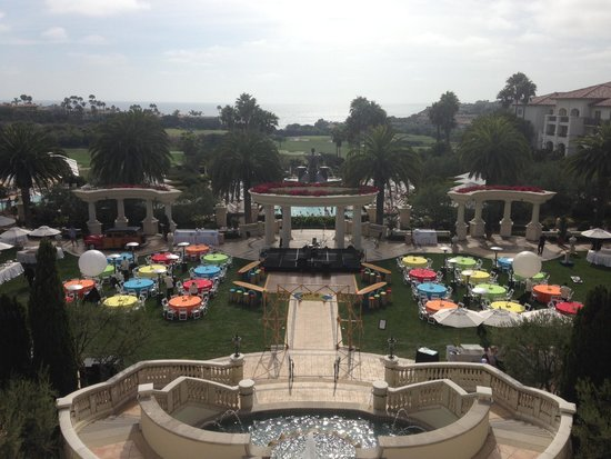 Monarch Beach Resort: Conference party on the main lawn.