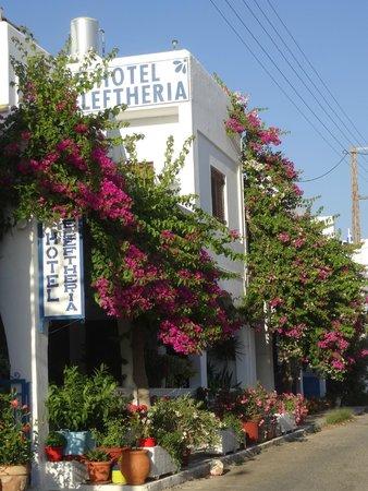 Hotel Eleftheria Parikia: De la rue