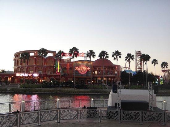Universal's Islands of Adventure: Hard Rock - logo na entrada