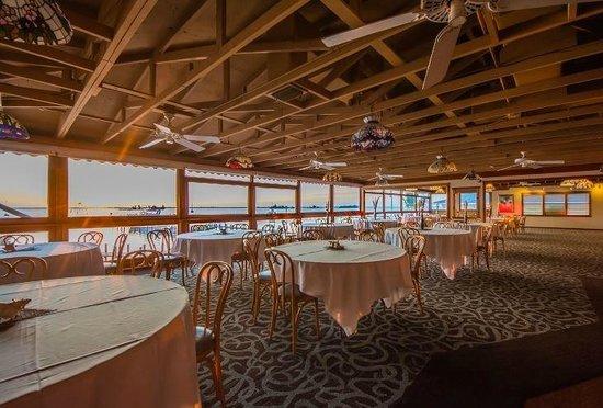 Capt Hiram's Resort: Tiffany Room