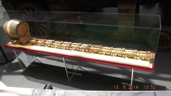 Mercier : model of cask and mule train