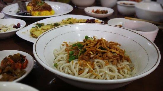999 Shan Noodle House : Shan Noodles