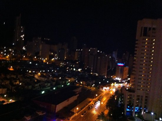 Hotel Levante Club & Spa: Hotel view at night