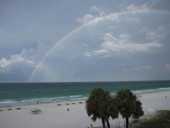 The Beachside Resort: Rainbow over beach