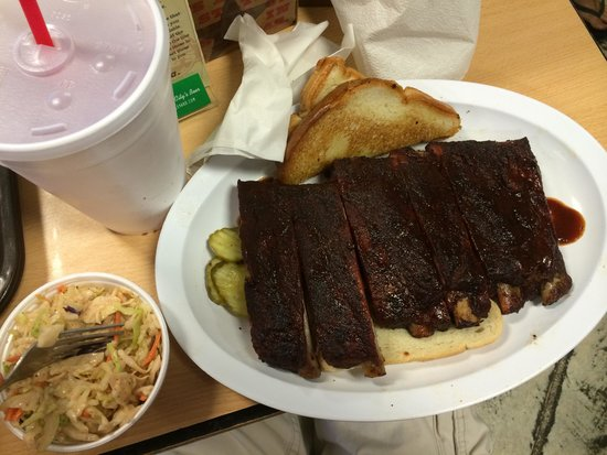 Joe's Kansas City Bar-B-Que : Half rack of ribs with a side of spicy coleslaw
