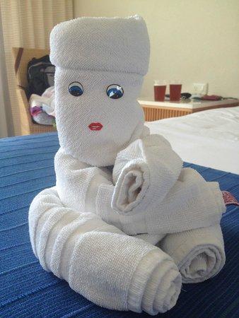 Grand Park Royal Cozumel: Towel art.