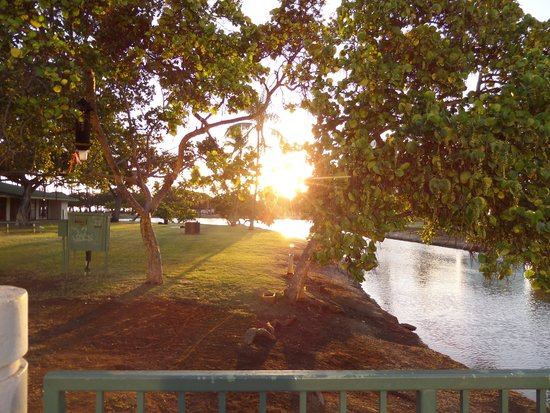 Ala Moana Beach Park: Sunset from the bridge