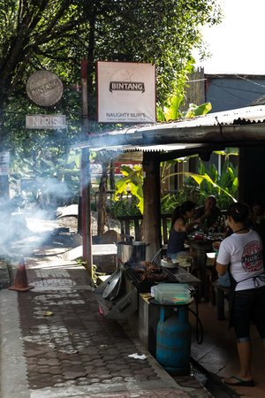 Naughty Nuri's Warung and Grill: street view