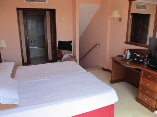 Holiday Village Tenerife: first floor bedroom