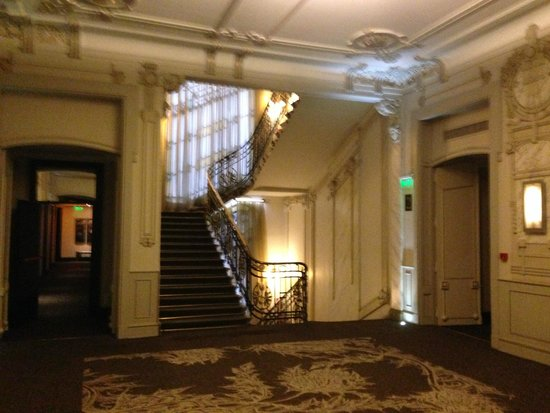 Savoy Hotel: Landing leading to bedrooms
