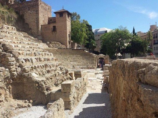 Teatro Romano de Málaga: Vue sur le côté du théâtre romain