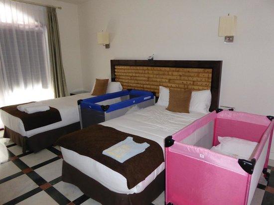 Hotel Suite Villa María: bed 2