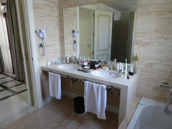 Hotel Suite Villa María: ensuite