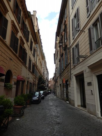 Hotel Forum Roma: View of the narrow road while standing in front of hotel