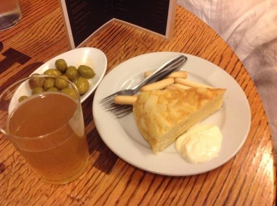 La Tranca: Tortilla and beer