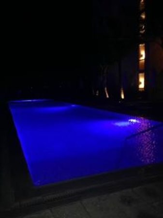 Costa d'Este Beach Resort & Spa: Pool at Night