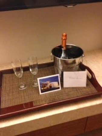 Costa d'Este Beach Resort & Spa: Champagne Delivered as a Gift from a Friend with a Note