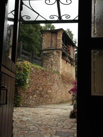 La Casona de Amaido: Entrada a la casa