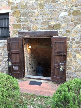 Agriturismo Podere Felceto: Entrance to the cellar and the Olive Oil Tasting