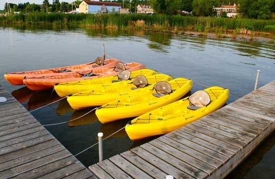 Blacksmith Inn On the Shore : Kayaks for the guests