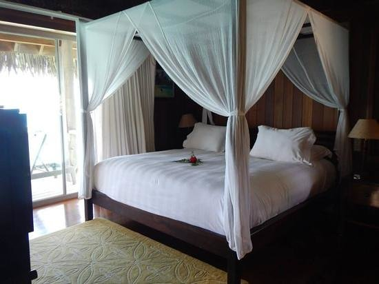 Conrad Bora Bora Nui: Beautiful bed