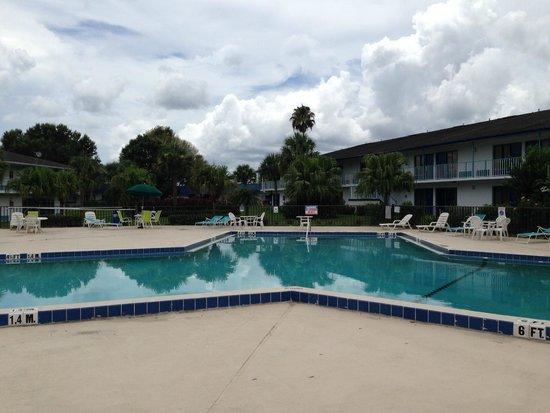 Rodeway Inn Maingate : Pool