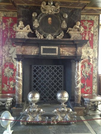 Château de Rosenborg : One if my three favorite fireplaces