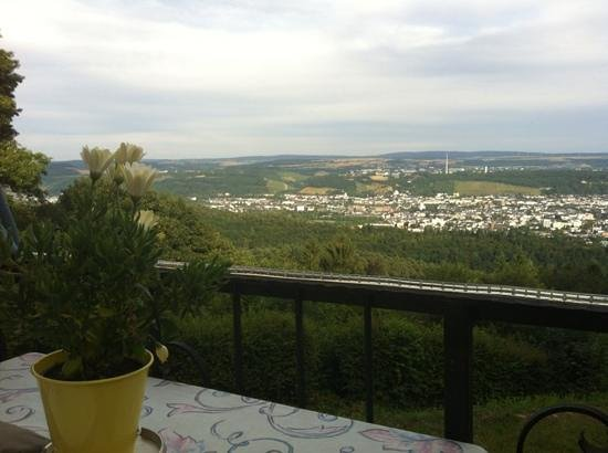 Berghotel Kockelsberg: view of Trier from the dining terrace