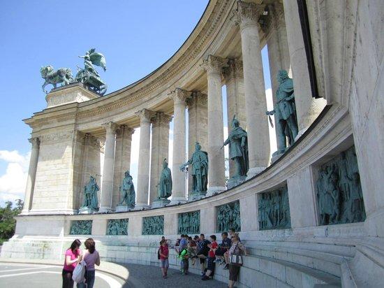 Place des Héros : A Great History lesson!