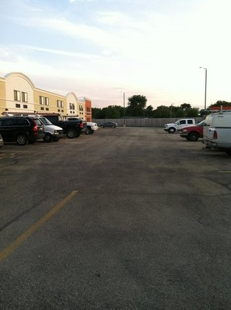 Quality Inn & Suites Conference Center: side parking lot