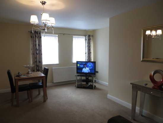 Luxe Serviced Apartments: 1 bedroom apartment living room