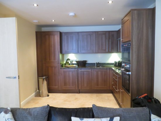 Luxe Serviced Apartments: 1 bedroom apartment kitchen