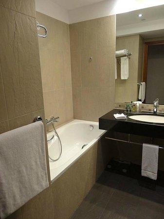 Hilton Gdansk: Salle de bain