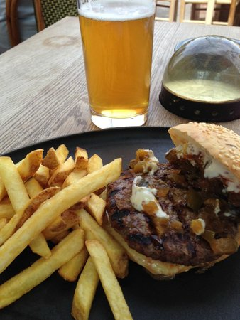 A Hereford Beefstouw : classic burger and pilsner