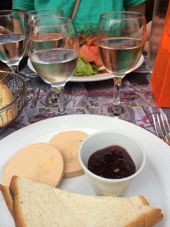 باريس, فرنسا: Фуагра, салат, розовое вино