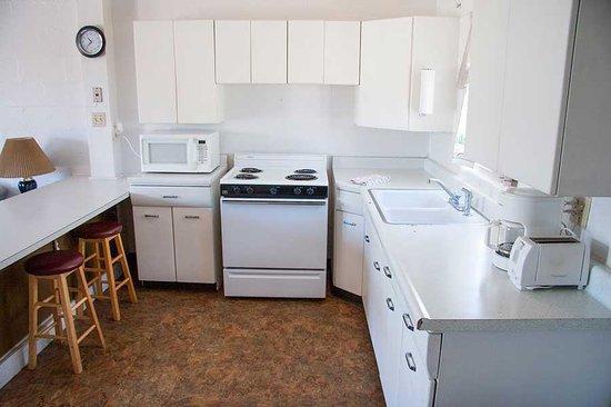 Red Rock Motel: 2 bedroom Apartment Kitchen