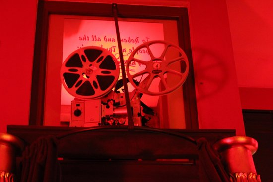 Tarantino's Bar: Decoration