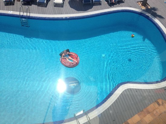 Ferrera Beach Apartments: What a pool