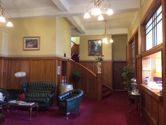 The County Hotel Napier : Entrada