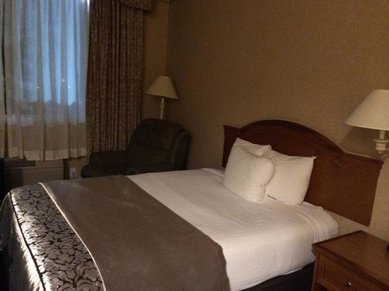 Ramada Olympia: We got two queen beds