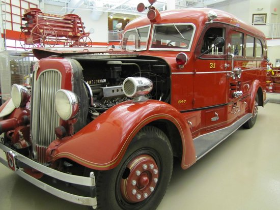 Michigan Firehouse Museum : Classic Seaagrave sedan pumper