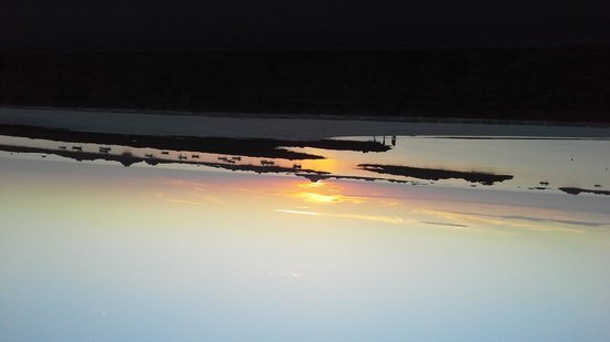 Cobo Bay Restaurant & Beach Terrace: Sunset