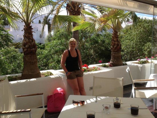 Ferrera Beach Apartments: The fantastic restaurant