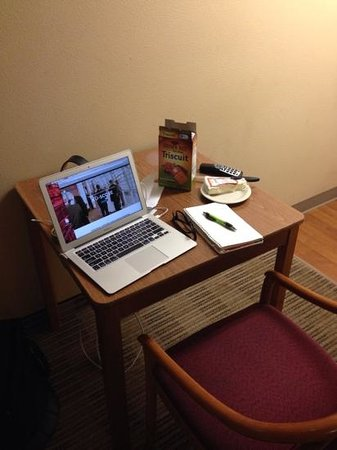 Crossland Economy Studios - Denver - Cherry Creek: desk worked well for mobile office, internet speed was good!